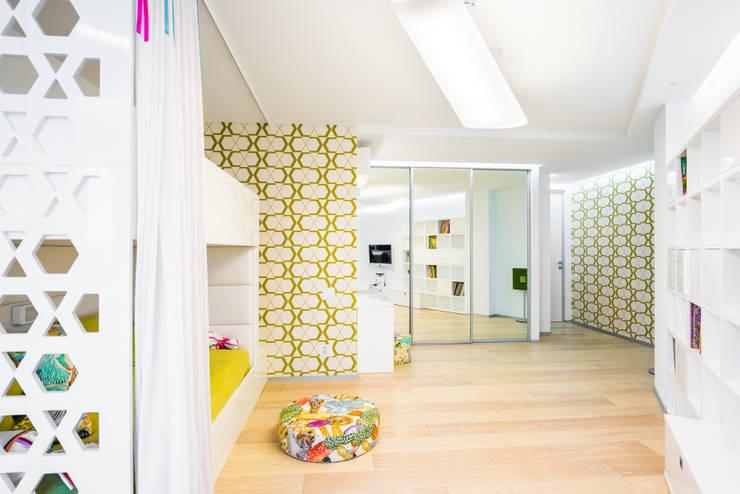 WHITE & WHITE: Детские комнаты в . Автор – ANNA SHEMURATOVA \ interior design