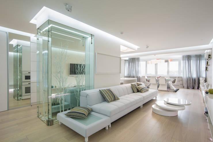 WHITE & WHITE: Гостиная в . Автор – ANNA SHEMURATOVA \ interior design