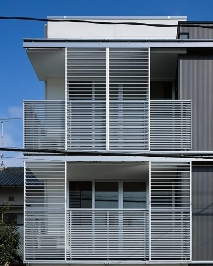 Y-house: 有限会社アルキプラス建築事務所が手掛けた家です。,モダン
