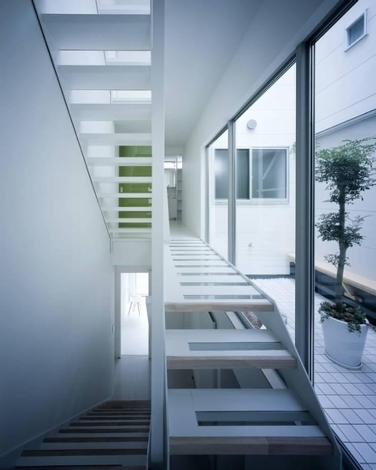 Y-house: 有限会社アルキプラス建築事務所が手掛けた廊下 & 玄関です。,モダン