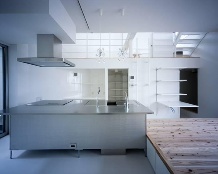 Y-house: 有限会社アルキプラス建築事務所が手掛けたキッチンです。,モダン