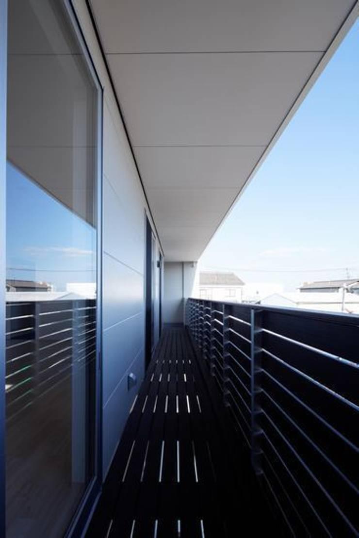 倉敷の家: 有限会社アルキプラス建築事務所が手掛けたテラス・ベランダです。