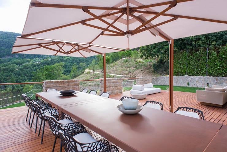 Residenza Colli Veneti: Terrazza in stile  di Andrea Tommasi