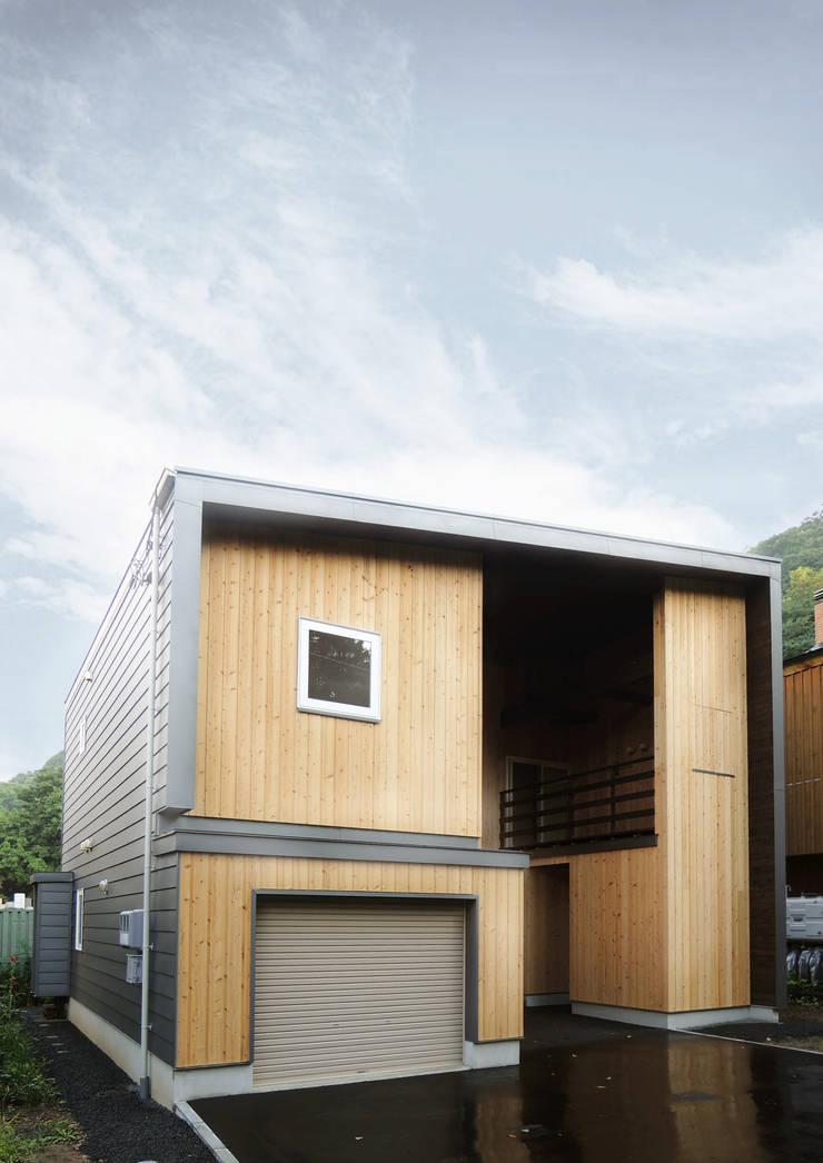 円山 どんぐりハウス: 有限会社 伊達計画所が手掛けた家です。,オリジナル