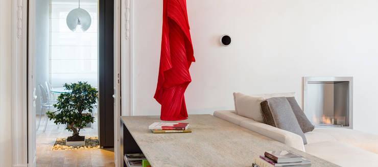 Ingresso e zona living: Ingresso & Corridoio in stile  di Andrea Bella Concept