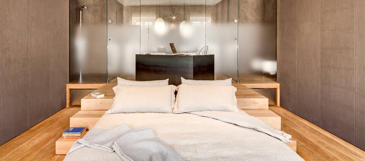 Projekty,  Sypialnia zaprojektowane przez Andrea Bella Concept