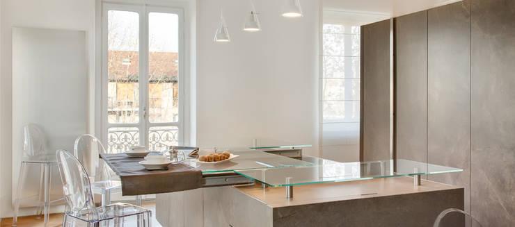 Una colazione in salotto: Cucina in stile in stile Minimalista di Andrea Bella Concept