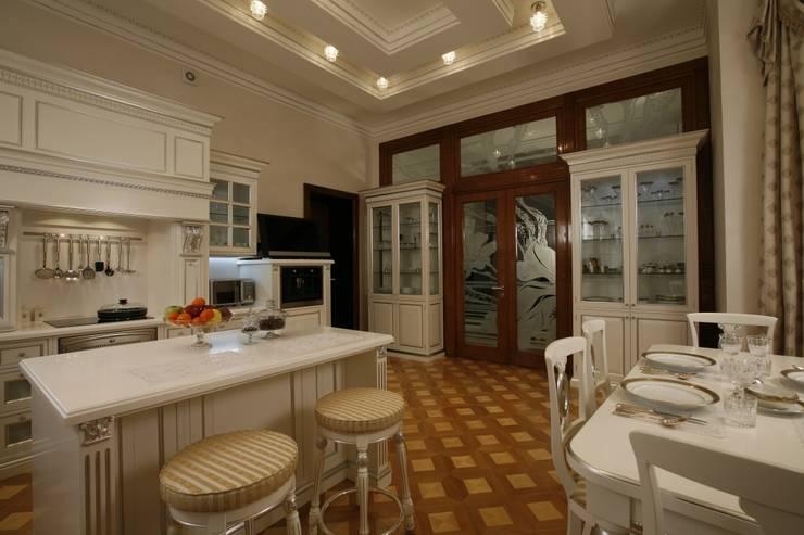 Загородная жизнь (дом 2000 кв.м.): Кухни в . Автор – Дизайн интерьера Проценко Андрея