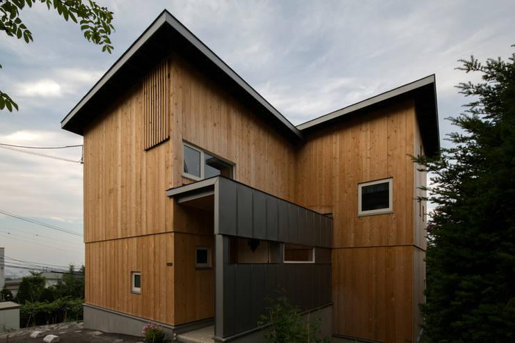 Maisons de style  par 有限会社 伊達計画所, Éclectique