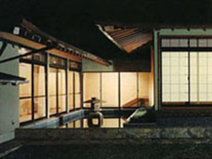 武蔵野現代数奇屋の家外観: 株式会社 山本富士雄設計事務所が手掛けた家です。