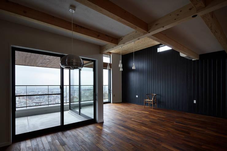 ダイニング~リビングバルコニー: 1級建築士事務所 アトリエ フーガが手掛けたテラス・ベランダです。,北欧