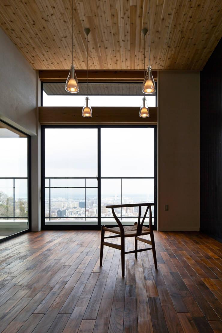 リビング: 1級建築士事務所 アトリエ フーガが手掛けたリビングです。,北欧