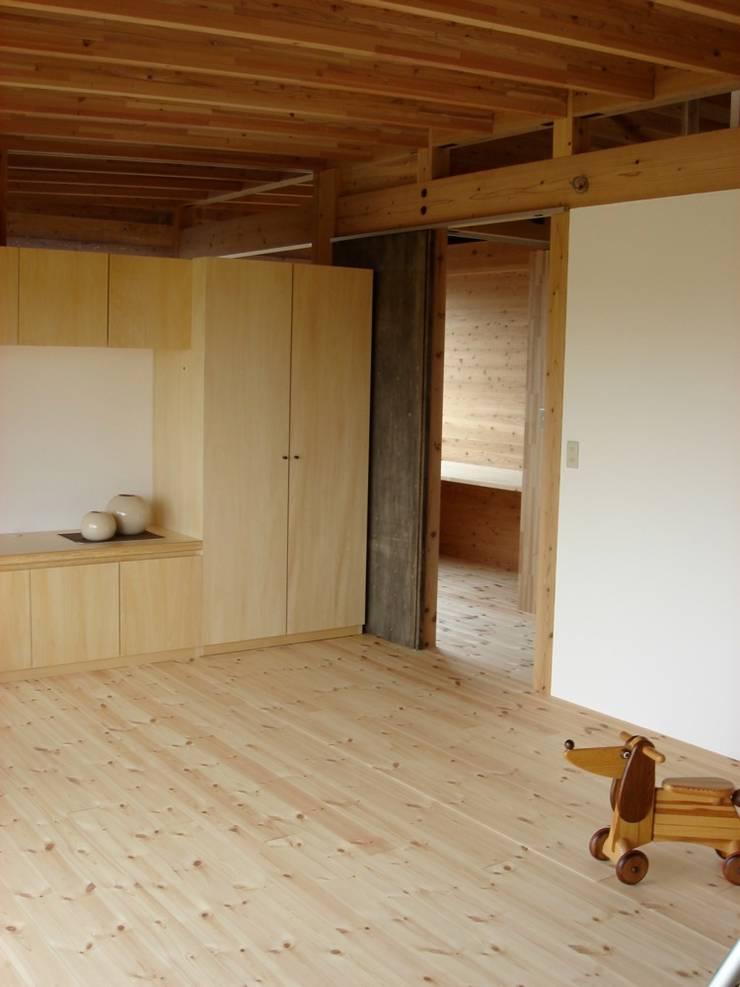 永島の家寝室 オリジナルスタイルの 寝室 の 縣美樹設計事務所 オリジナル