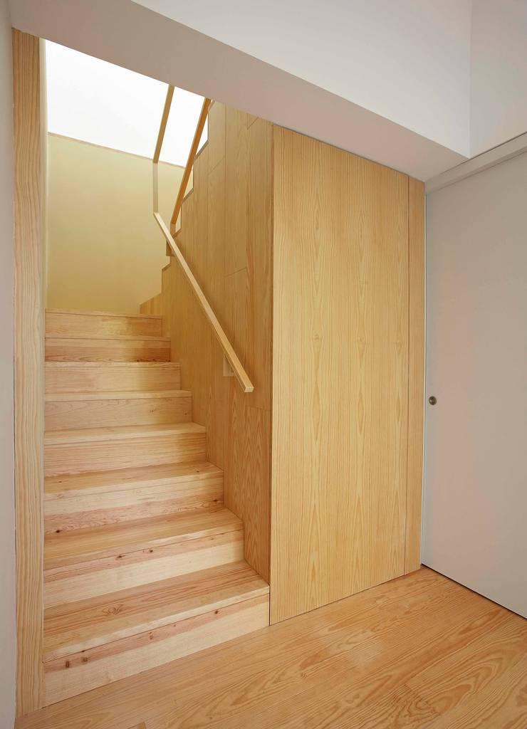 Corridor & hallway by m2.senos