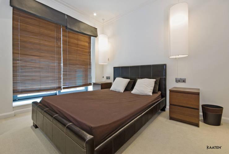 Persiana veneciana madera dormitorio - Kaaten: Dormitorios de estilo  de Kaaten