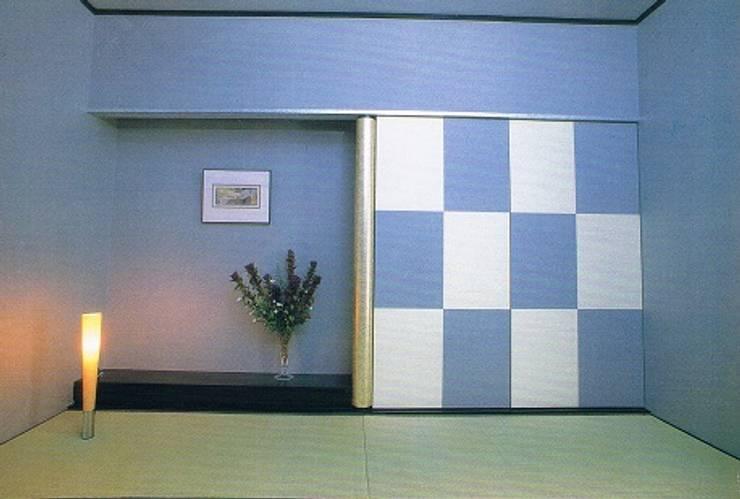 完全独立型二世帯住宅 親子が仲良く暮らす家 2階和室: 株式会社 山本富士雄設計事務所が手掛けた和室です。