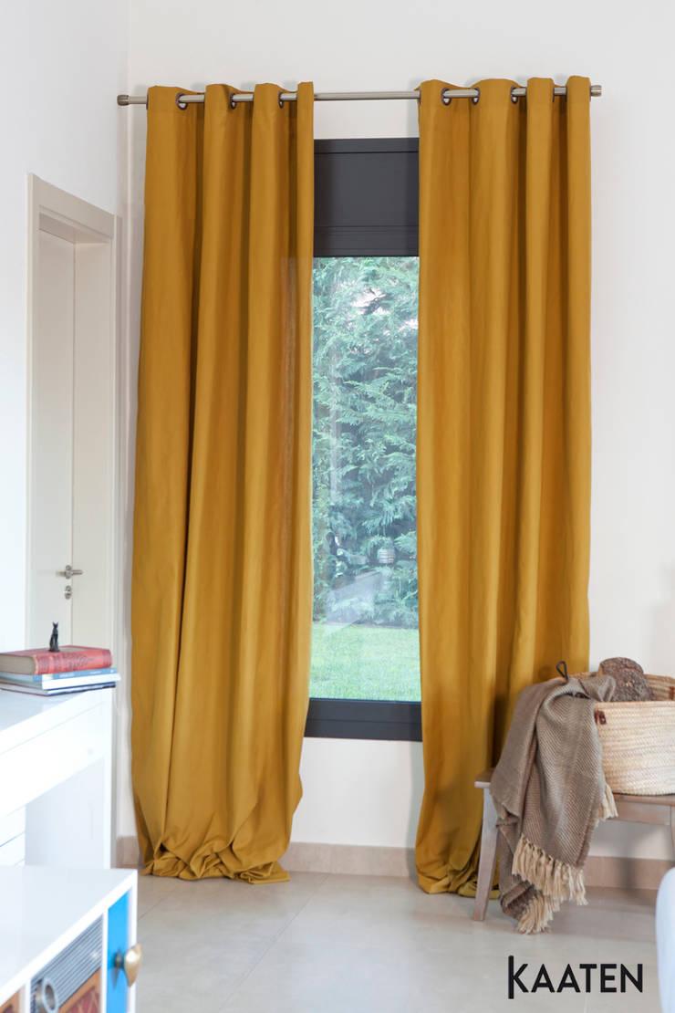 Cortinas de colores - Kaaten: Estudios y despachos de estilo  de Kaaten