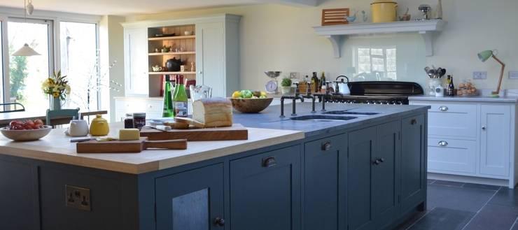 Cocinas de estilo rural por Luxmoore & Co