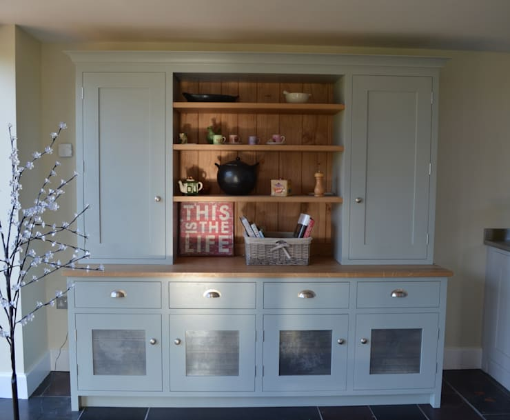 Bespoke Kitchen Dresser:  Dining room by Luxmoore & Co