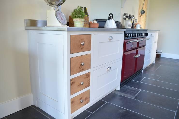 Bespoke Farmhouse Kitchen:  Kitchen by Luxmoore & Co