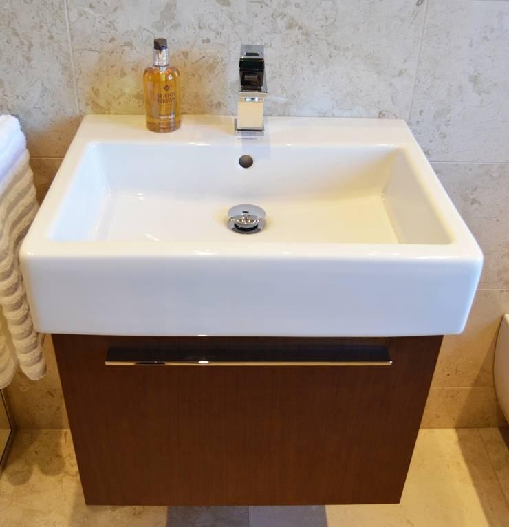 Polished Marble En Suite - Vanity Unit:  Bathroom by Loveridge Kitchens & Bathrooms