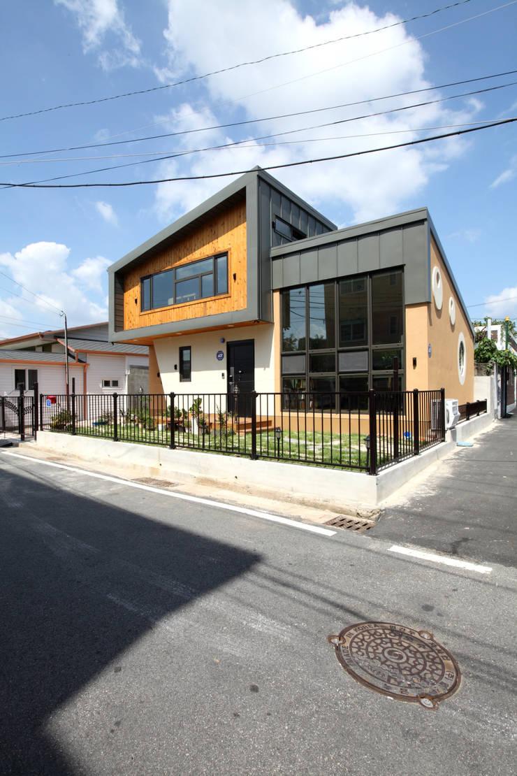 동네를 바꾸는 신선함: 주택설계전문 디자인그룹 홈스타일토토의  주택