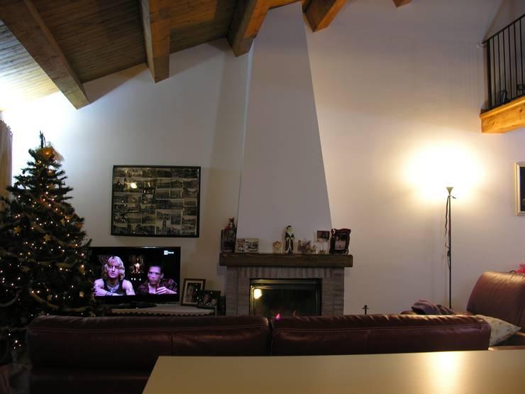 Ruang Keluarga oleh Studio di Progettazione Arch. Tiziana Franchina, Country