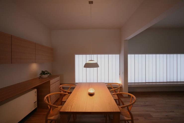 高山の家: 深山知子一級建築士事務所・アトリエレトノが手掛けたダイニングです。