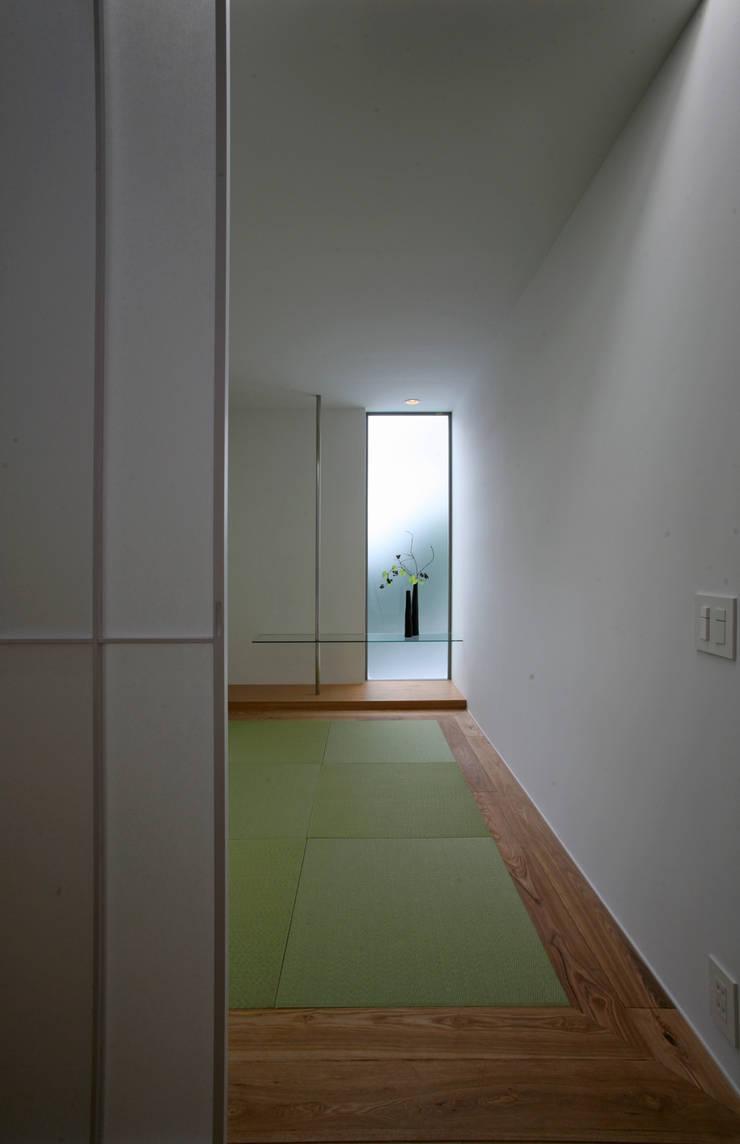 高山の家: 深山知子一級建築士事務所・アトリエレトノが手掛けた和室です。