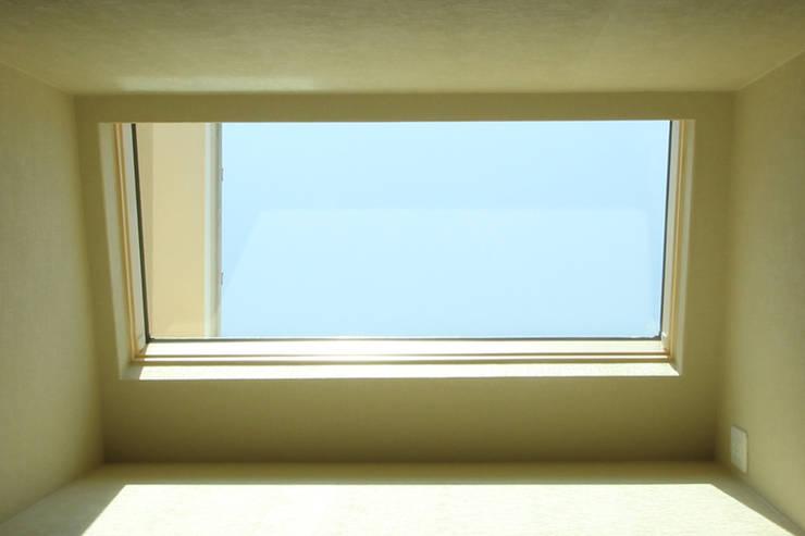 トップライト オリジナルな 窓&ドア の 三浦喜世建築設計事務所 オリジナル