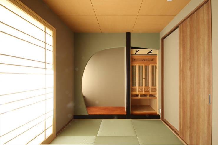和室: 三浦喜世建築設計事務所が手掛けた壁です。