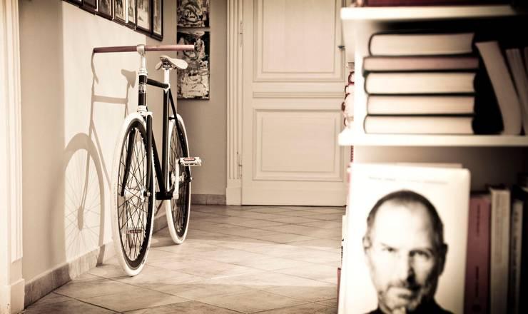 Flur, Diele & Treppenhaus von Pagani Bike