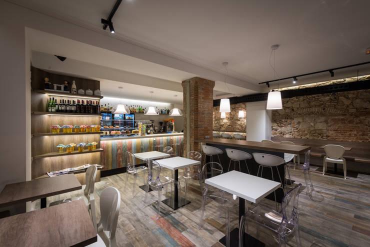 Cafeteria Milk Way Barcelona: Locales gastronómicos de estilo  de Standal