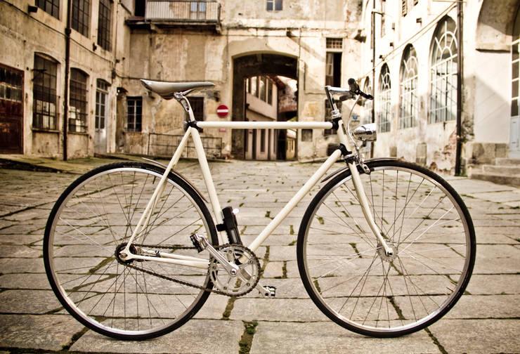 Pagani Bike 402: Complessi per uffici in stile  di Pagani Bike
