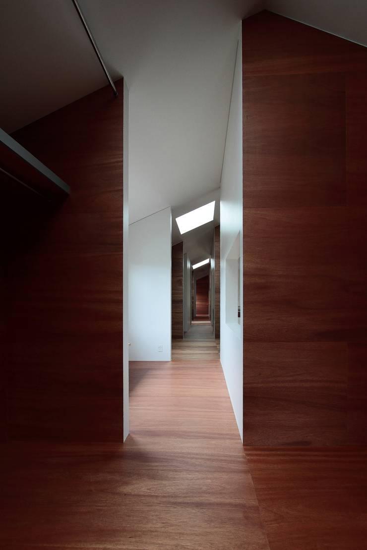オジライエ: みなこ建築設計事務所が手掛けた廊下 & 玄関です。