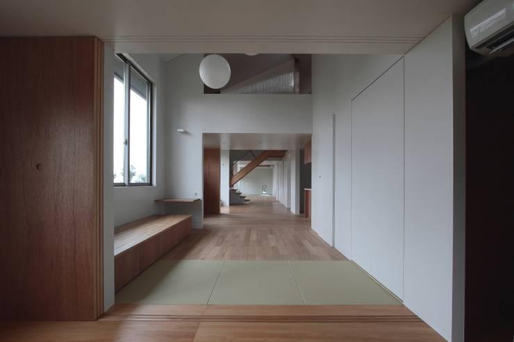 オジライエ: みなこ建築設計事務所が手掛けたリビングです。