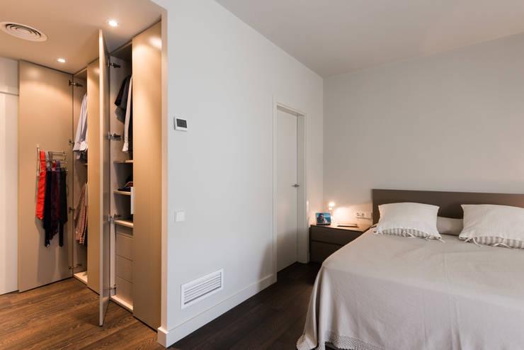 Reforma integral calle Moscou: Dormitorios de estilo  de Standal