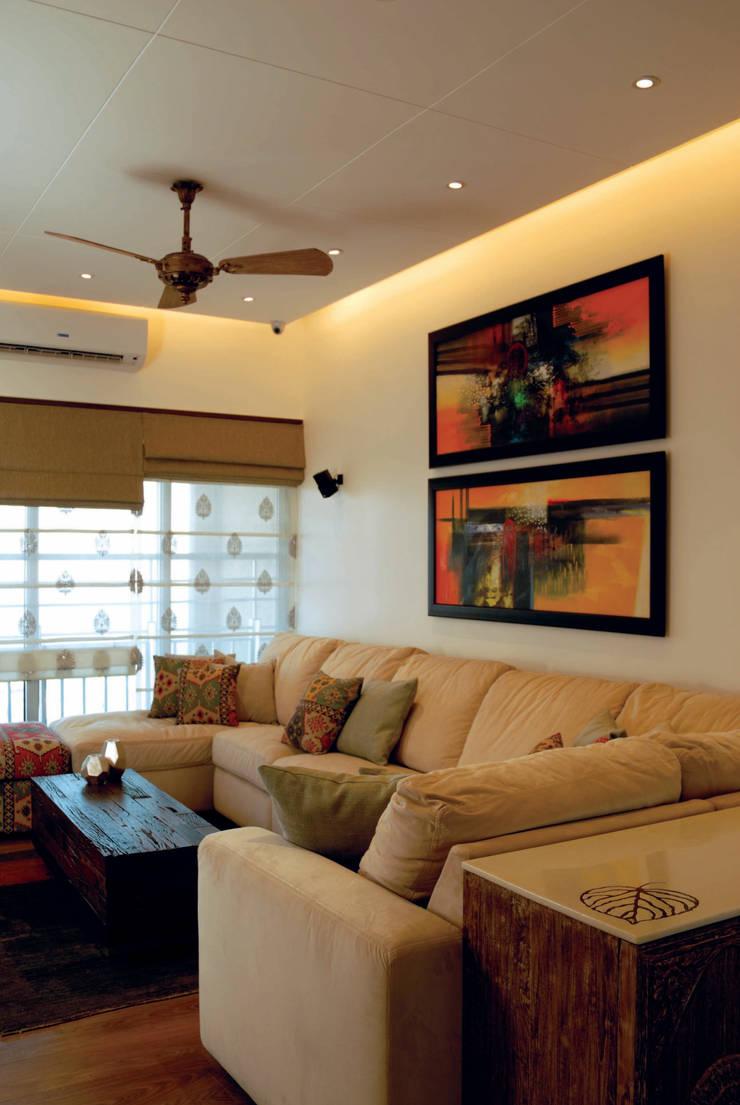 Fusion interiors :  Living room by The Orange Lane,Minimalist