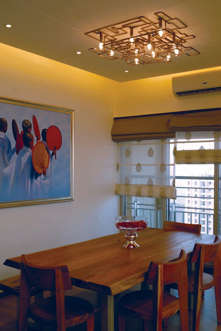 Fusion interiors :  Dining room by The Orange Lane,Minimalist