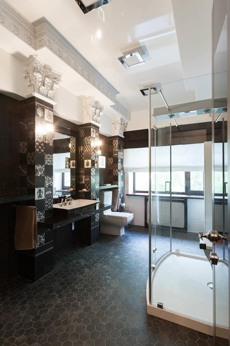 Офис с камином.: Ванные комнаты в . Автор – Дизайн интерьера Проценко Андрея, Эклектичный