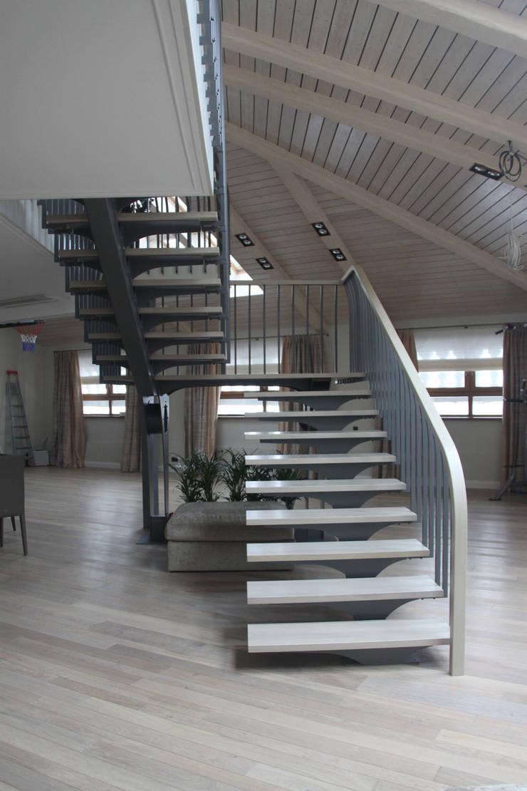 квартира в Москве на Поварской ул: Гостиная в . Автор – YURTOV STUDIO