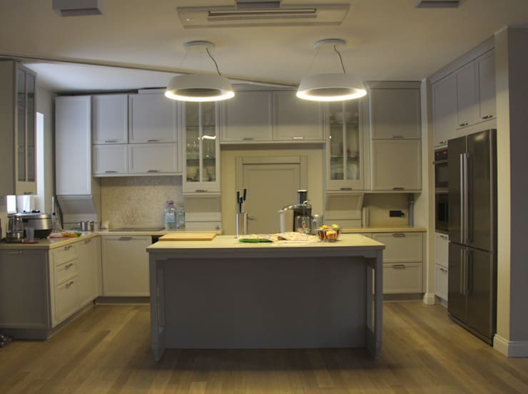 квартира в Москве на Поварской ул: Кухни в . Автор – YURTOV STUDIO