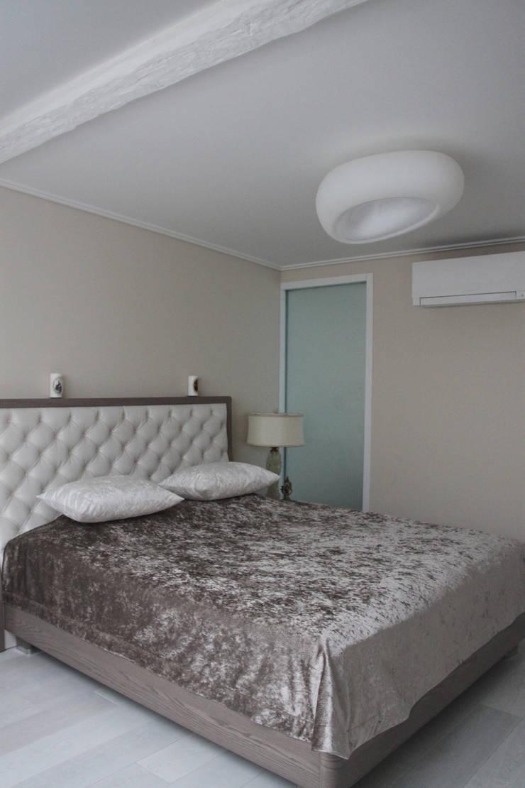 квартира в Москве на Поварской ул: Спальни в . Автор – YURTOV STUDIO