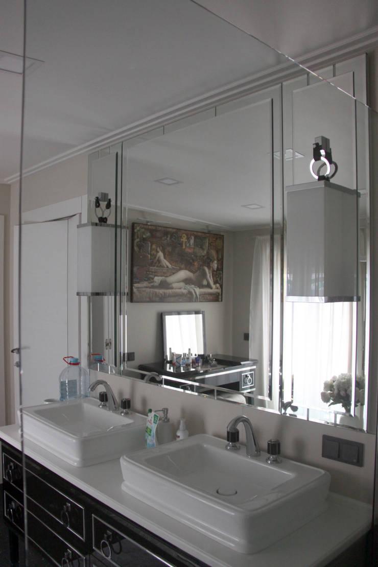 квартира в Москве на Поварской ул: Ванные комнаты в . Автор – YURTOV STUDIO