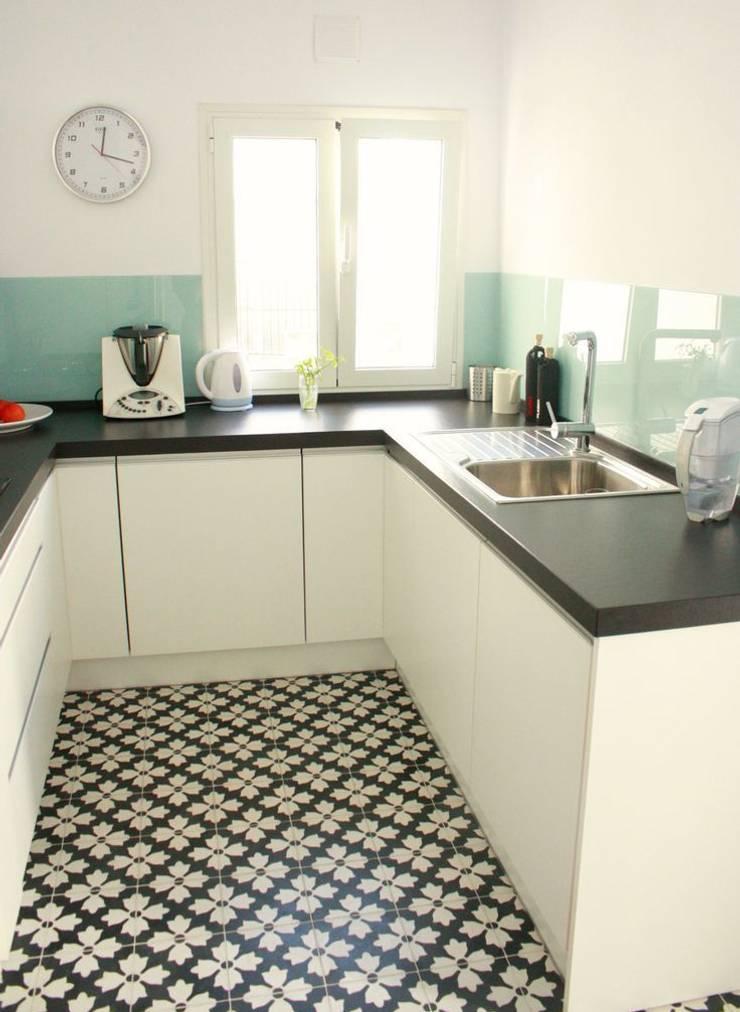Kitchen by Suelos Hidráulicos Demosaica, Classic