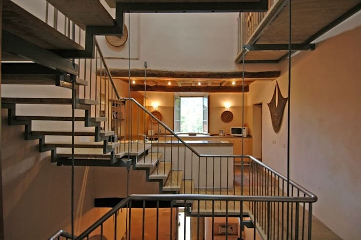Staircase view from the living room:  Corridor, hallway & stairs by Peter Bell Architects