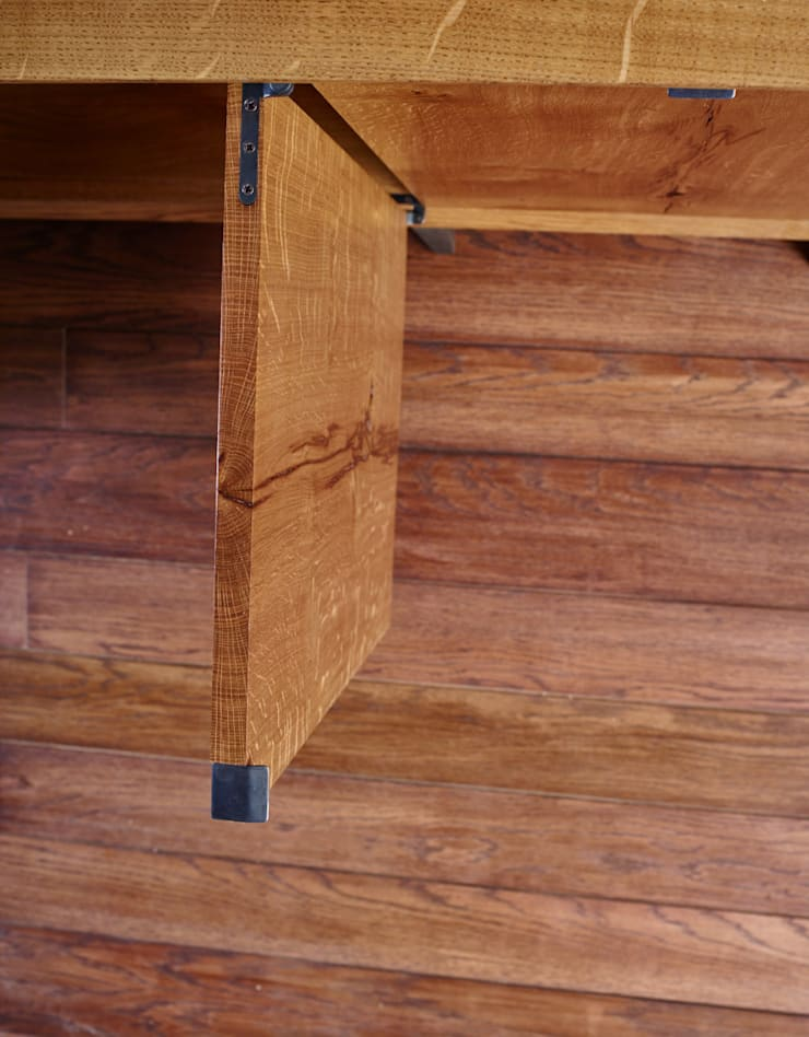 Oak credenza:  Living room by muto