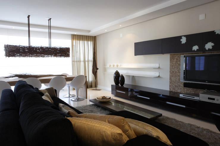 Projeto arquitetônico do apartamento decorado Platanos: Salas de estar  por ArchDesign STUDIO