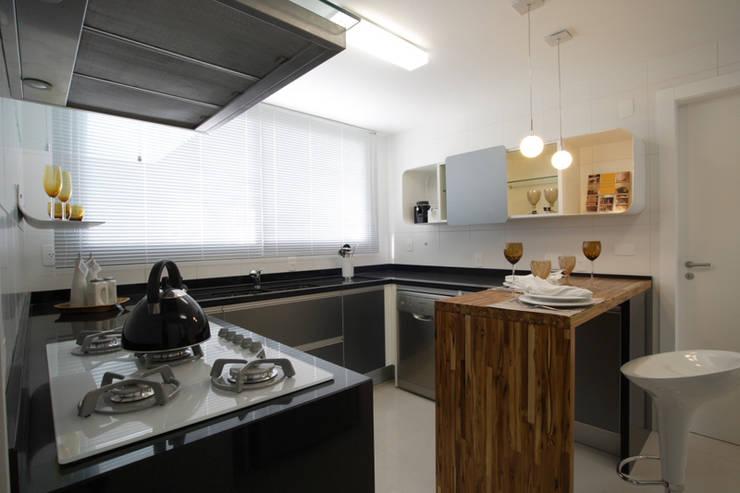 Projeto arquitetônico do apartamento decorado Platanos: Cozinhas  por ArchDesign STUDIO