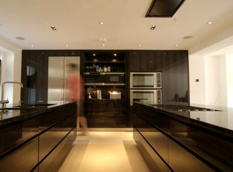 Kitchen in Zabrano Ebony Veneer:  Kitchen by Peter Bell Architects